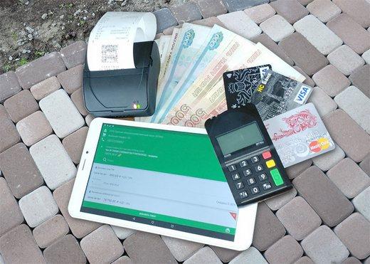 В состав мобильной онлайн-кассы входят планшет с программой ОПТИМУМ, чековый принтер и при необходимости POS-терминал для приема банковских карт.